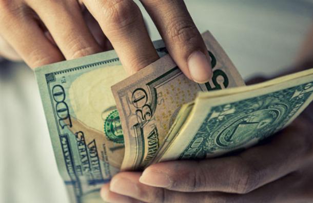 Un hombre compra 25 boletos iguales de lotería: se llevó 25 premios para la casa