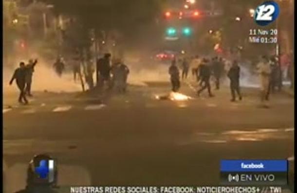 Se registran violentas manifestaciones en Perú